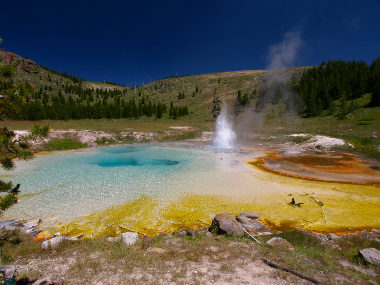 Geothermal phenomena of Yellowstone Park ACT